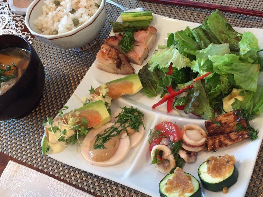 花巻家の日常の食卓 発酵食品や発酵調味料にあふれています。