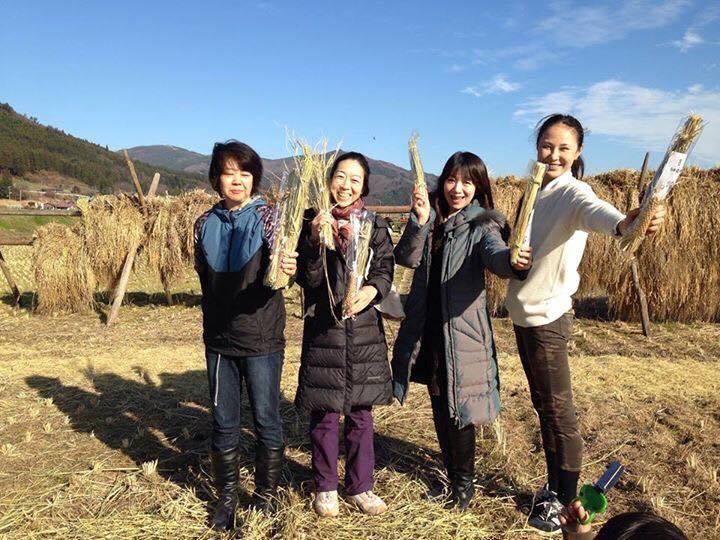 社)日本アンチエイジングフード協会のマイスター仲間と東北に稲刈りの体験にも。