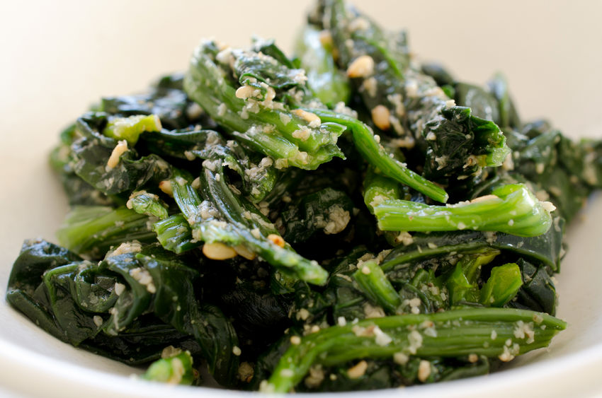 55904954 - spinach with sesame dressing